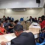 Projeto de Lei visa obrigar ônibus em Lauro de Freitas a parar fora do ponto para pessoas com mobilidade reduzida.