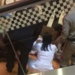 Veja vídeo: homem morre dentro do shopping Barra
