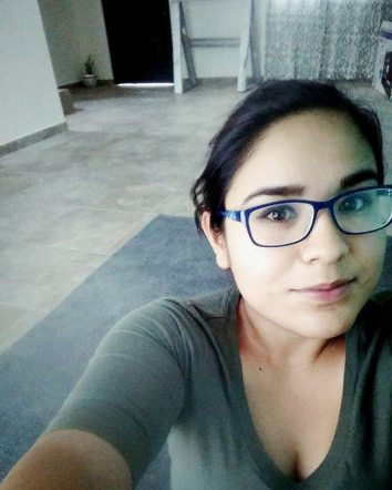 """Yo y mi tapete-comedor."" - Lilian Cisneros"