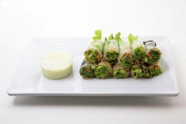 RECETA: Rollitos de verdura con salsa de yoghurt sabor ciruela