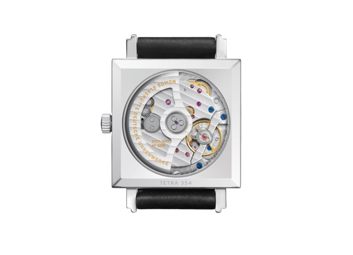 Taking a look at the back of the Tetra neomatik, which features the DUW3001 movement.