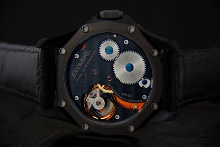EX001-black1