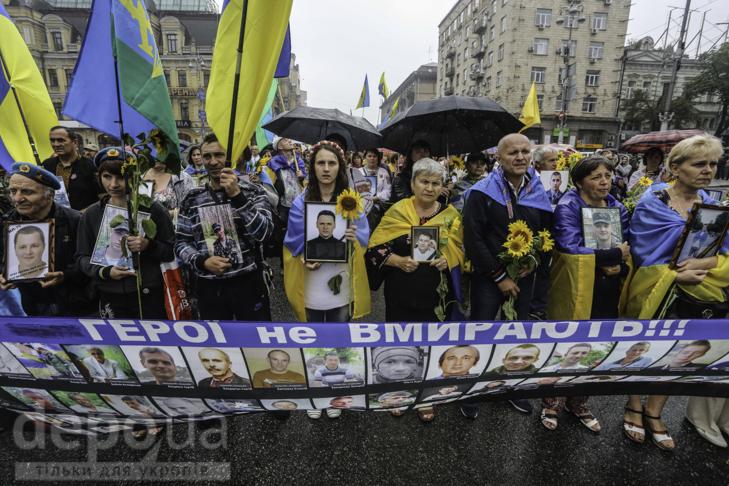 Інший парад: Як центром Києва йшли матері загиблих в АТО військових - фото 4
