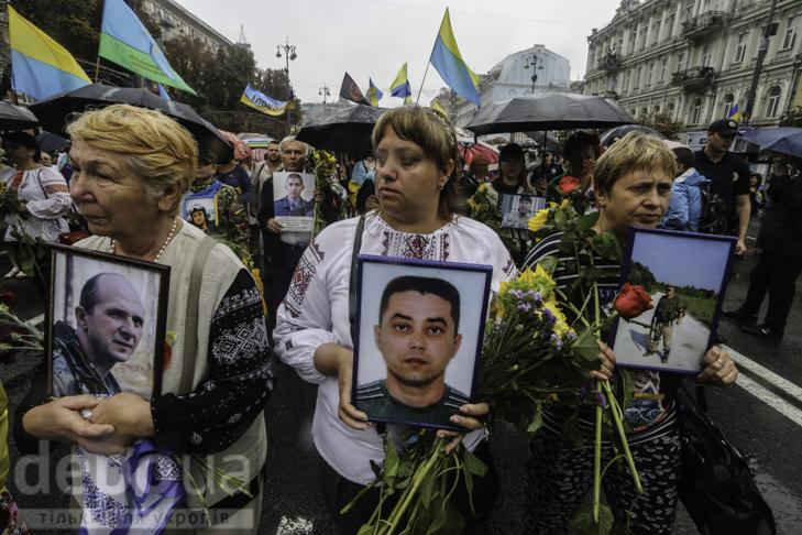 Інший парад: Як центром Києва йшли матері загиблих в АТО військових - фото 9