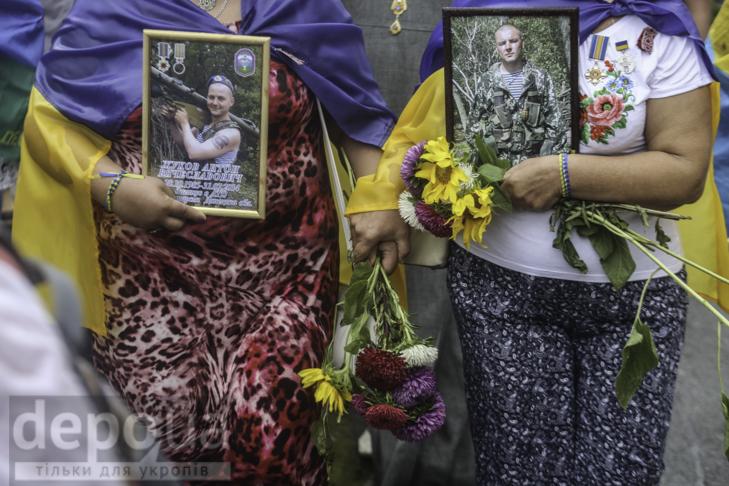 Інший парад: Як центром Києва йшли матері загиблих в АТО військових - фото 12