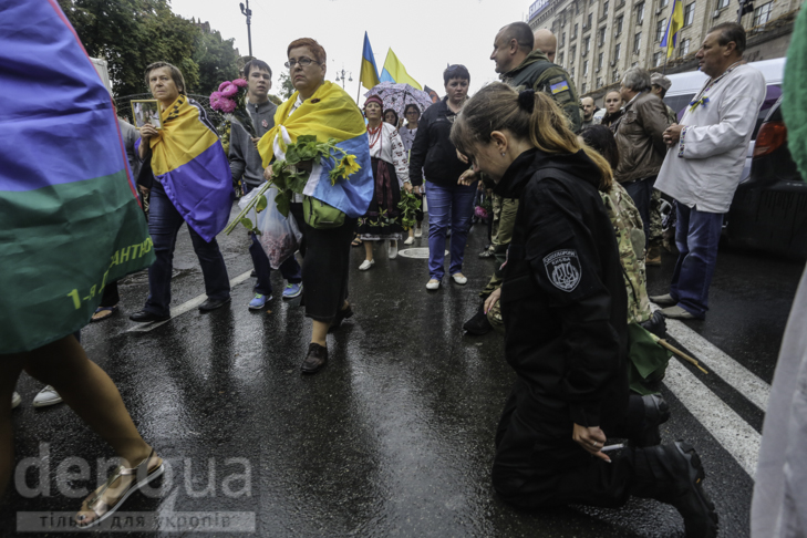 Інший парад: Як центром Києва йшли матері загиблих в АТО військових - фото 17