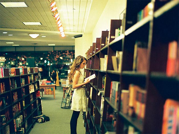 mulher-livraria