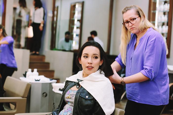 arrumando-cabelo