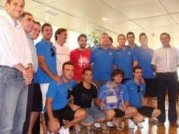 Los jugadores, directivos y cuerpo técnico del San Rafael que acudieron a la cita en el Consell Insular D.I.