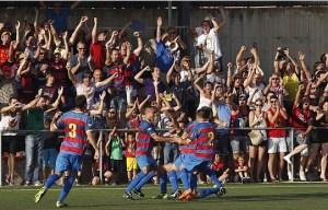 El CE. Llagostera celebran el gol