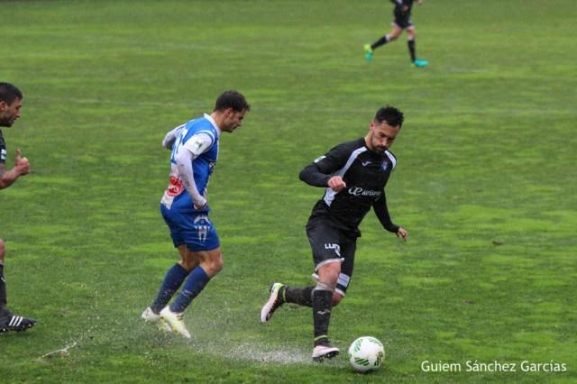 positivo resultado del Atco. Baleares, en su encuentro en Alcoy, en un terreno de juego impracticable por la lluvia caida. Foto Guillem Sanchez. Fut. Balear.