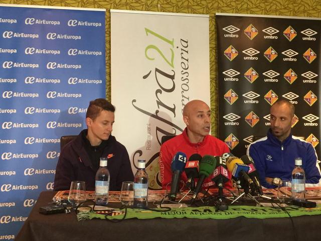 Éder, Juanito y Vadillo en plena rueda de prensa