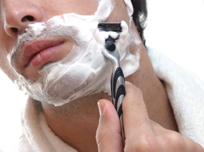 cuchillas de afeitar, peligros de compartir objetos de higiene personal