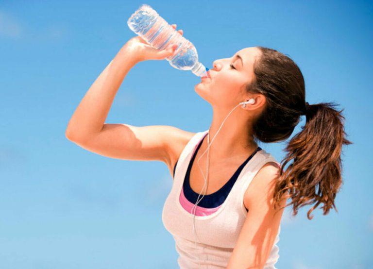 beber agua en tus entrenamientos