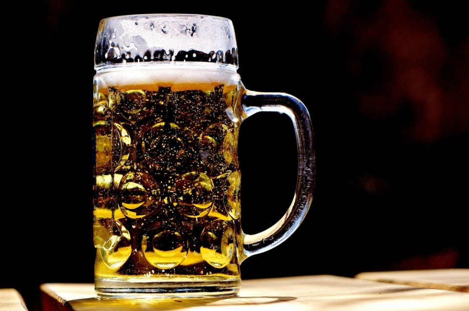 Para perder grasa deja la cerveza y los refrescos