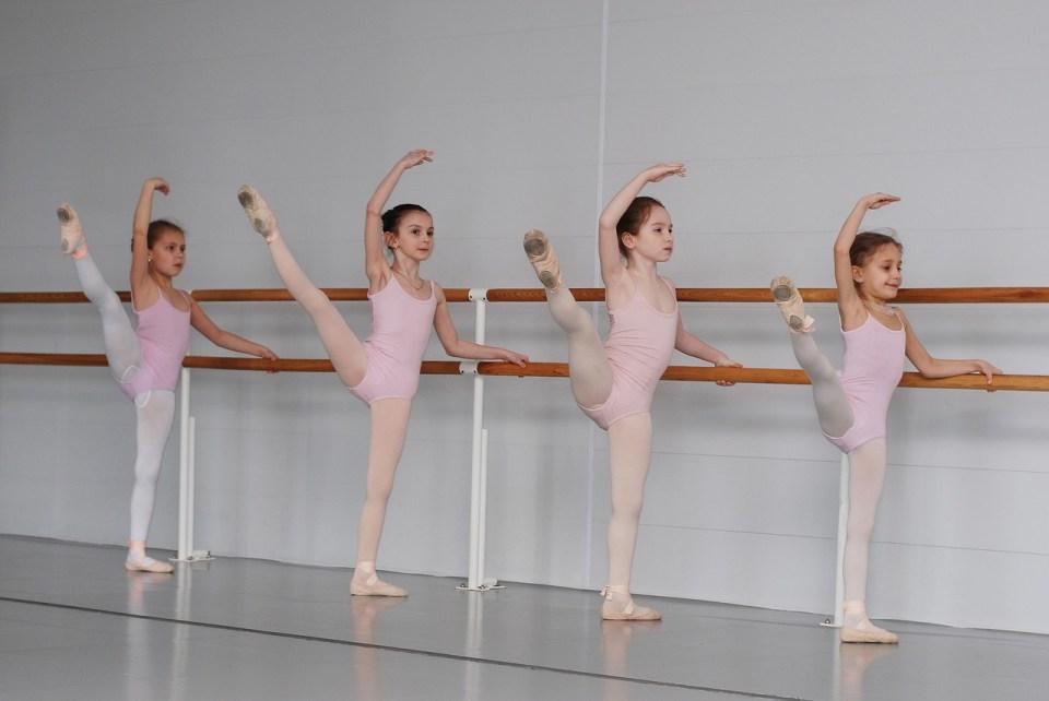 Desde muy pequeñas las niñas inician su entrenamiento