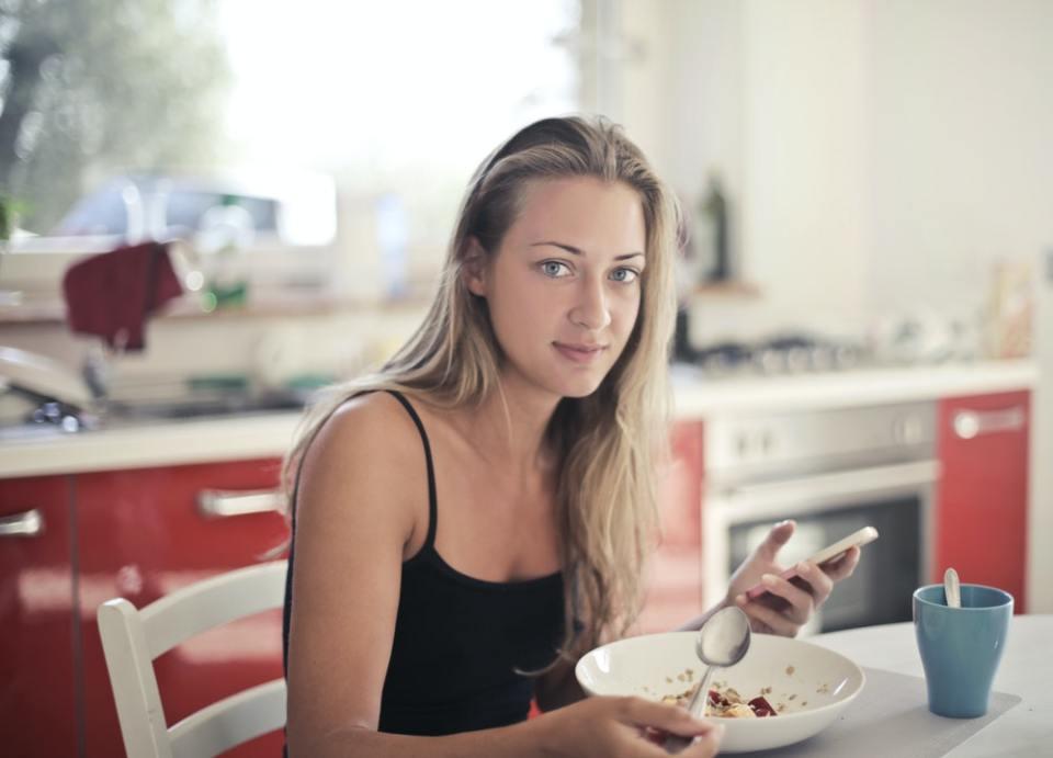 Consume leche de avena para mejorar los niveles de colesterol