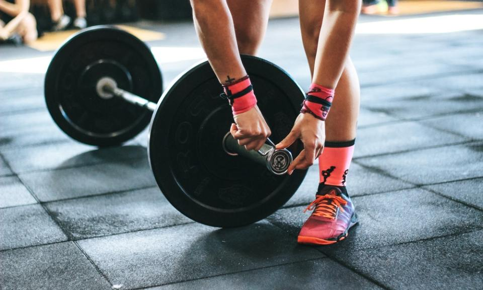 es más beneficioso entrenar al aire libre que en el gimnasio