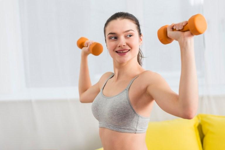 Mejores ejercicios con mancuernas para trabajar la espalda