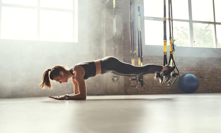 Mejores ejercicios con TRX para abdomen que te ayudarán a obtener buenos resultados