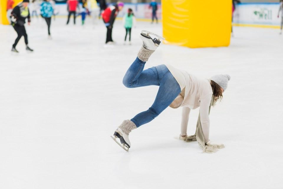 riesgos de patinar sobre hielo