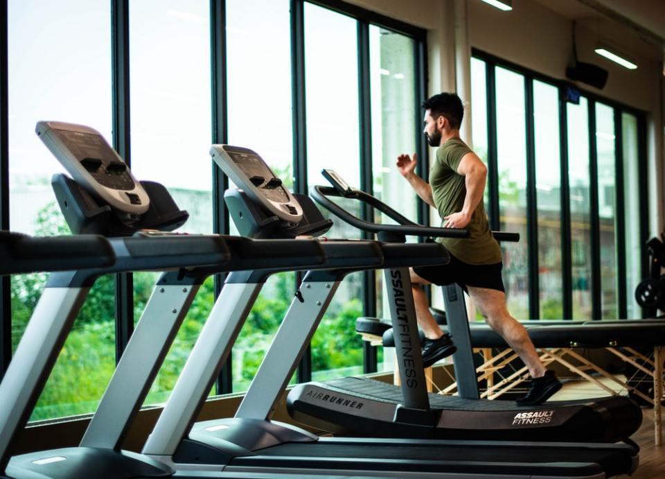 Mantenerse saludable es una de las razones para empezar a entrenar este enero