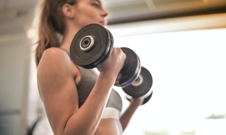 Sigue estos consejos para conseguir unos brazos trabajados en poco tiempo