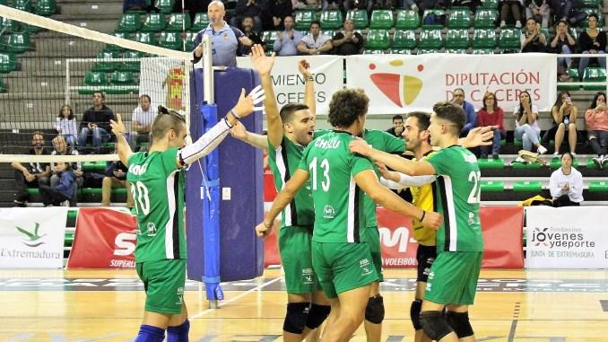Vuelve el voleibol a Cáceres tras el parón de 20 días