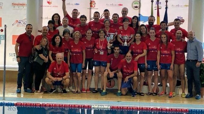 Colofón a la temporada de Natación Máster en piscina cubierta para el C.N. Cáceres Los Delfines