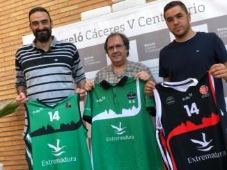 El Cáceres presenta sus nuevas equipaciones para el curso 2019-2020