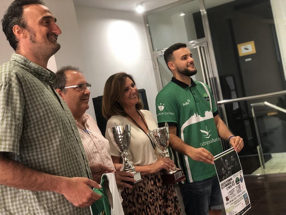 El Cáceres presenta el VI Trofeo Internacional Turismo Provincia de Cáceres