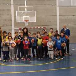 Visita de la plantilla Nissan Al-Qázeres Extremadura a los entrenamientos de la Cantera ADC Al-Qázeres (1)