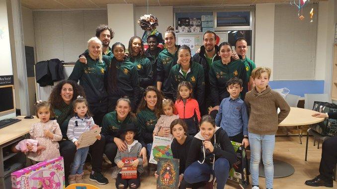 El Nissan Al-Qázeres Extremadura visita el ala de Pediatría del Hospital San Pedro de Alcántara