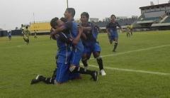 El equipo argentino festeja el gol olímpico de Orlando Cabrera (Foto: Gustavo Hollmann, El Territorio)