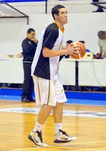 El obereño José Fabio fue el goleador del partido entre Villa Ángela Basket y Comunicaciones