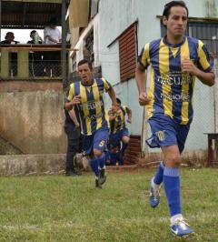 Fabián Sosa aporta su talento en la zona media de los auriazules, que quieren sacar diferencia ante Argentinos del Norte (Foto Miguel Mendieta)