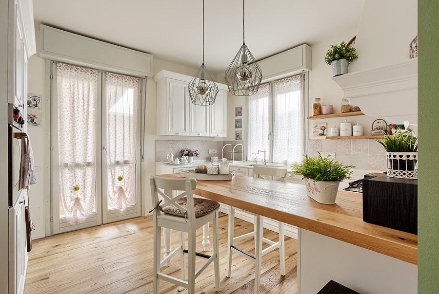 Le regole per arredare casa con complementi design