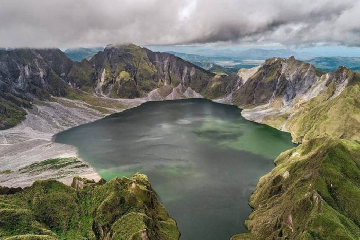 mount-pinatubo-famous-volcanoes