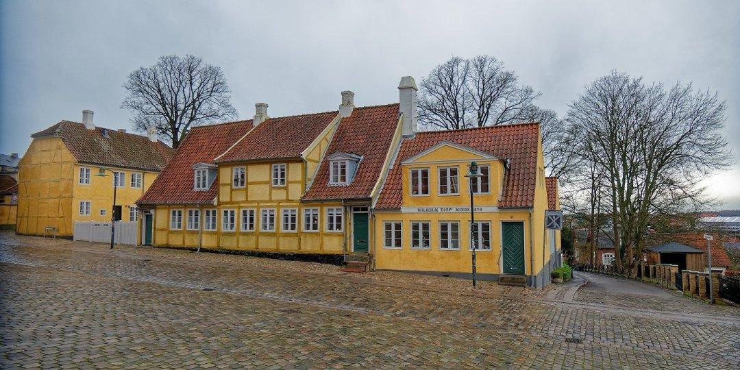 Casas frente a la catedral de Roskilde