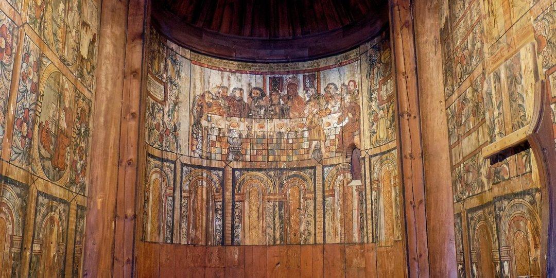 Detalle de las pinturas del ábside