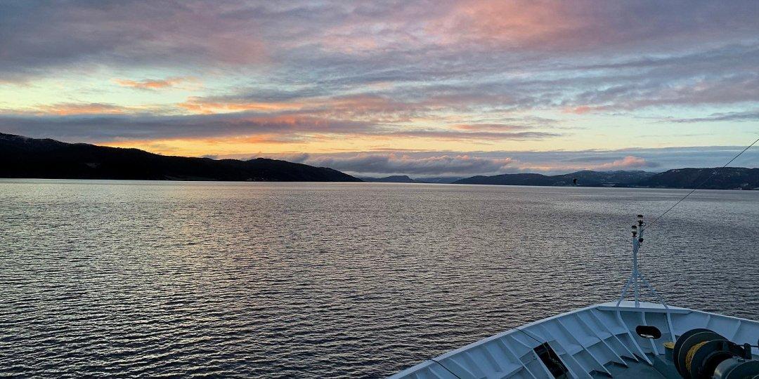 Amanece en el Trondheimsfjorden