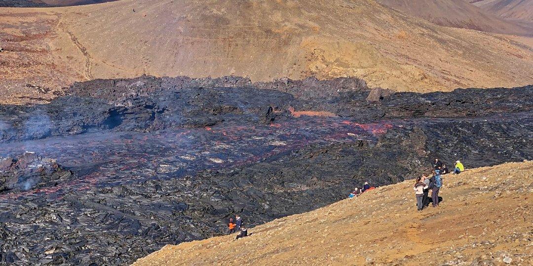 Frente al río de lava