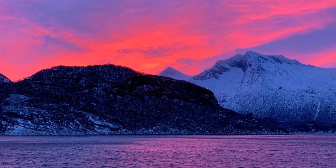 Cielo rojo en Helgeland