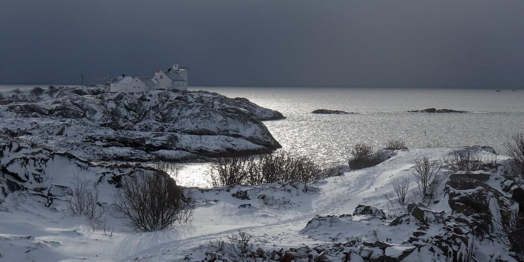 El faro desde Heimøya