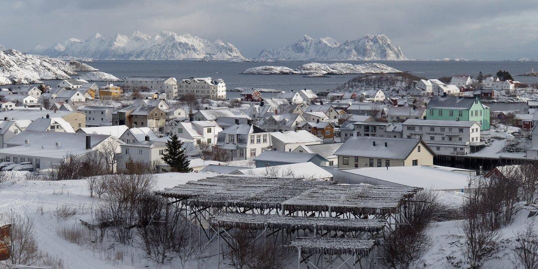 Henningsvær desde el sur de Heimøya