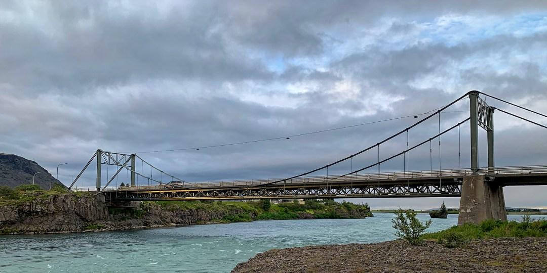 Puente sobre el río Ölfusá