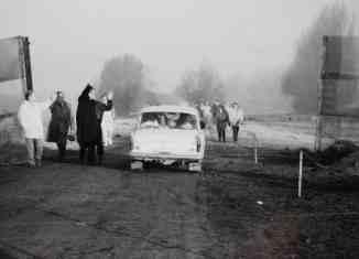 Der provisorische Grenzdurchgang bei Mattierzoll (12. November 1989). Foto: Bernd-Uwe Meyer