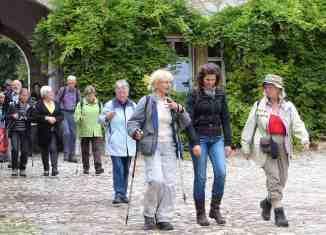 Eine Pilger-Gruppe auf dem Braunschweiger Jakobsweg. Foto: Evangelische Akademie