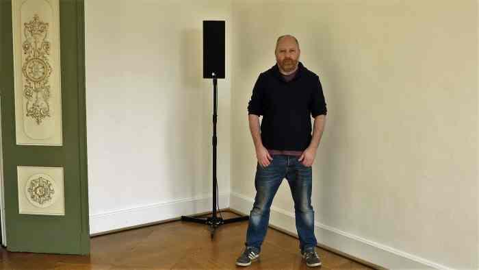 """Tim Etchells präsentiert seine Soundcollage in 15 Räumen der Villa Salve Hospes"""". Foto Susanne Jasper"""