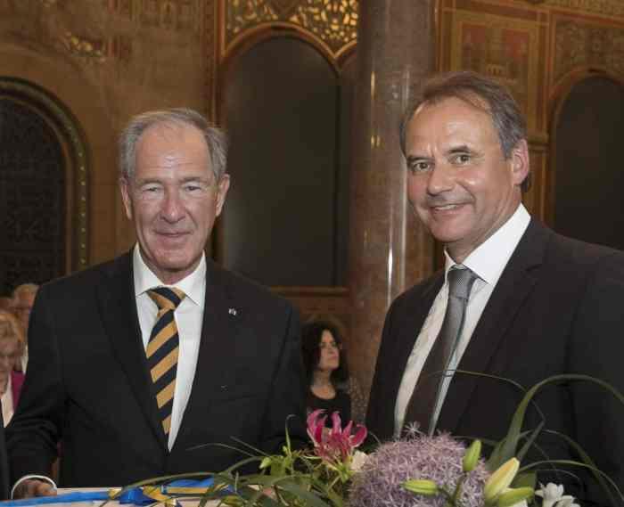 Der scheidende Präsident Dr. Gert Hoffmann mit seinem Nachfolger Ulrich Markurth. Foto: Peter Sierigk
